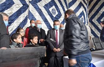 محافظ بورسعيد  يسلم مستحقي المرحلة الثالثة للإسكان الاجتماعي عقود وحداتهم | صور