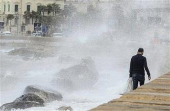 ارتفاع أمواج المتوسط لتصل إلى 4.5 متر.. وأمطار غزيرة فوقه