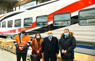 سفير مصر في بودابست يتفقد مصنعا لتوريد 1300 عربة لصالح لهيئة السكة الحديد | صور