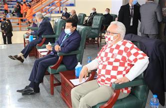 وزير الرياضة يتابع مباراة كرواتيا وقطر في الصالة المغطاة ببرج العرب | صور