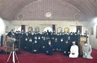 رسامة 11 راهبا جديدا وقمصين بديري «وادي الريان» و«الملاك غبريال» بالفيوم   صور