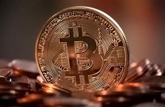 """4 قفزات فلكية لـ«البيتكوين» في أيام كورونا.. العملة المشفرة ذات السمعة السيئة تهدد """"الذهب"""""""