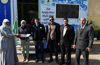 مركز خدمة عملاء متنقل للتعاقد على وصلات الصرف الصحي بقرية إدفا بسوهاج | صور