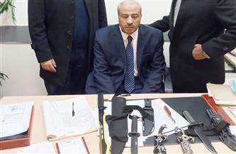 جمارك مطار القاهرة تحبط تهريب أقراص مخدرة وأسلحة بيضاء| صور