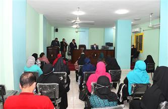 محافظ قنا يسلم ٦٣ عقد إيجار وحدة سكنية للأسر الأولى بالرعاية في دشنا  صور