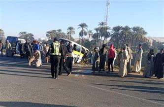 إصابة 7 أشخاص في حادث تصادم على الطريق السريع جنوب الأقصر  صور
