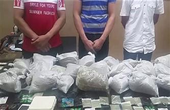 """بعد شكاوى مواطنين على """"فيسبوك"""".. القبض على 3 أشخاص لاتجارهم في المخدرات بالقاهرة"""