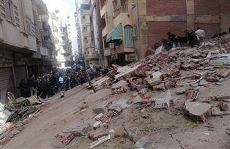 انهيار منزل من 4 طوابق بالمحلة والبحث عن ضحايا وناجين أسفل الأنقاض | صور