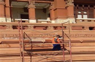 بدء أعمال الصيانة لحوائط أسوار المصاطب الخارجية المحيطة بقصر البارون | صور
