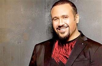 """""""هتعمل إيه"""" لـ""""هشام عباس"""" تقترب من المليون الأول على اليوتيوب"""