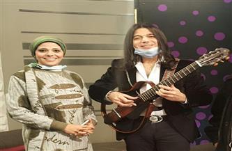 عازف الجيتار العالمي عماد حمدي يتحدث عن مشواره في «نجوم على لايف» | صور
