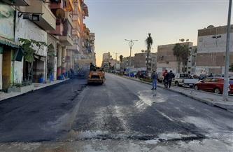 محافظ بورسعيد يعلن بدء أعمال الرصف بشارع الأمين بنطاق حي العرب| صور