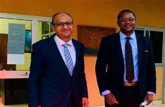 سفير مصر لدى بوركينا فاسو يلتقي السكرتير التنفيذي للجنة البرلمانية لتجمع دول الساحل الإفريقي