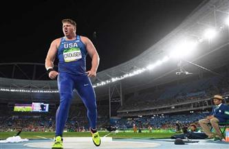 البطل الأولمبي كروزر يحطم الرقم العالمي في دفع الجلة