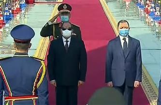 الرئيس السيسي يضع إكليلا من الزهور على النصب التذكاري للجندي المجهول