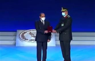 بالأسماء.. الرئيس السيسي يمنح عددًا من ضباط الشرطة أنواط الامتياز