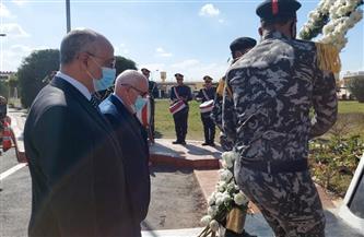 محافظ بورسعيد ومدير الأمن يضعان إكليلا من الزهور على النصب التذكاري لشهداء الشرطة | صور