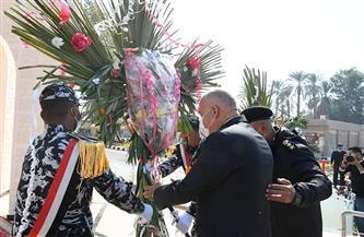 محافظ ومدير أمن قنا يضعان إكليلا من الزهور على النصب التذكاري لشهداء الشرطة | صور