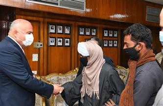 محافظ قنا يكرم أسرة شهيد الشرطة الأمين سيد حندقة بنقادة | صور