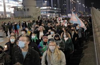 آلاف البولنديين يتظاهرون احتجاجا على حكم قضائي يحظر الإجهاض