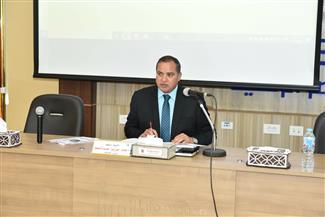 رئيس جامعة سوهاج يفتتح دورة إعداد المكاتبات الرسمية لأعضاء الهيكل الإداري