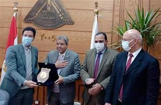 مجلس جامعة بنها يكرم إبراهيم العربي لدعمه الاقتصاد المصري