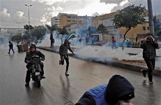 """""""الأمن اللبناني"""" يطلق الغاز المسيل للدموع لمنع المحتجين من دخول السراي الحكومي  بطرابلس"""