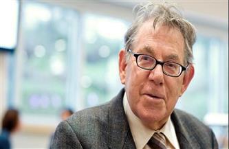 وفاة العالم الهولندي بول كروتزن الحائز على جائزة نوبل في الكيمياء