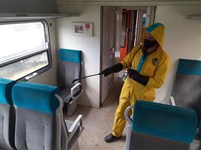 السكك الحديدية تواصل تطهير وتعقيم المحطات والقطارات للحد من انتشار كورونا | صور