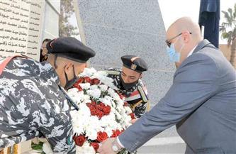 قيادات القوات المسلحة والمحافظون يضعون إكليلا من الزهور على النصب التذكارى لشهداء الشرطة