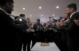 لاعبو الأهلي يحتفلون بعيد ميلاد أجايي
