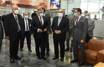 وزير الطيران المدني يتفقد صالة (4) بمطار القاهرة.. ويتابع غرفة عمليات مونديال كرة اليد | صور