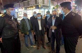 محافظ مطروح يتفقد شارع الإسكندرية.. ويتابع التزام المقاهي والمواطنين بالإجراءات الاحترازية