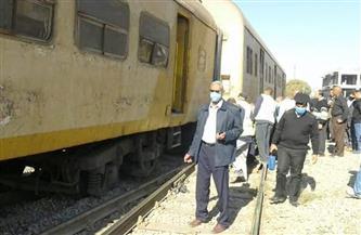 خروج عربة من القطار 817 عن القضبان في محطة صدفا بأسيوط | صور
