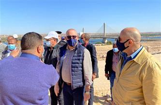 وزير الإسكان ومحافظ أسوان يتفقدان مشروعات الشريط النهرى السياحى بمدينة أسوان الجديدة صور