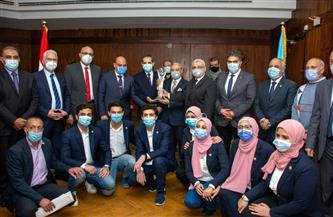 """رئيس جامعة طنطا ومحافظ الغربية يكرمان طلاب الجامعة الفائزين بـ""""كأس العباقرة""""   صور"""