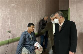 محافظ سوهاج يتفقد مصابي حادث انقلاب ميكروباص المراغة