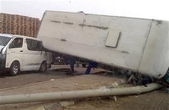 مصرع 2 وإصابة 17 في تصادم بين أتوبيس وشاحنة نقل بالطريق الغربي بأسوان