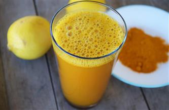 يعالج الاكتئاب والسرطان والزهايمر.. فوائد متعددة لعصير الليمون بالكركم
