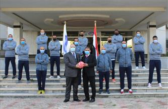 رئيس القابضة للمطارات يكرم فريق الكرة بعد تأهله لدوري الجمهورية الممتاز للكرة الخماسية للشركات| صور