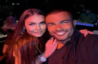 تعرف على حقيقة ارتباط عمرو دياب بعارضة أزياء من لاتفيا | فيديو