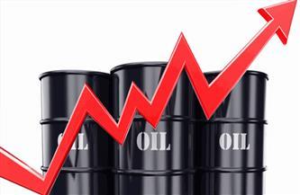 النفط يحوم قرب أعلى مستوى في 13 شهرا مع تضرر الإنتاج الأمريكي بفعل عاصفة