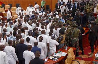قوة من الجيش في غانا تدخل مقرّ البرلمان لإعادة الهدوء بعد صدامات بين نواب