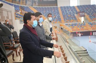 وزير الرياضة يقوم بجولة تفقدية للمدينة الرياضية بالعاصمة الإدارية | صور