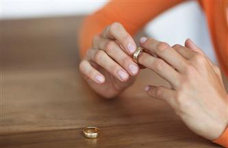 «الغيرة القاتلة» تتسبب في دفع زوجة لـ«خلع زوجها»: بيجري على تليفوني يشوف رسائل الواتساب