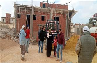 إيقاف أعمال بناء 4 عقارات بدون ترخيص بمرسى مطروح | صور