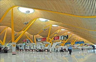 إغلاق مطار مدريد بعدما غطت عاصفة فيلومينا المدينة