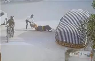 ضبط المتهمين بسرقة حقيبة فتاة بالإكراه بالمعصرة   فيديو