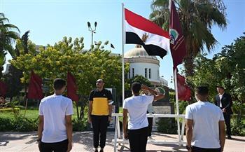 رئيس-جامعة-الفيوم-يشهد-تحية-العلم-وعزف-النشيد-الوطني-في-بداية-العام-الجامعي-الجديد-|-صور