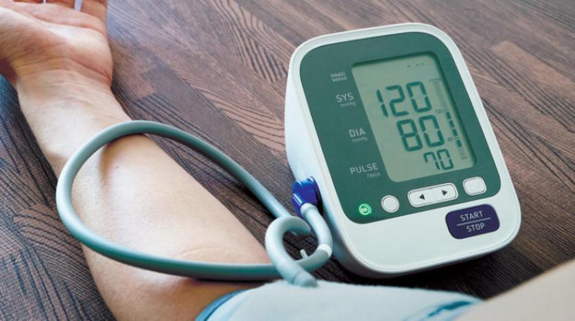 الإصابة بمرض ضغط الدم أسباب ارتفاع الضغط ومضاعفاته وأعراضه و أطعمة ينصح بتناولها